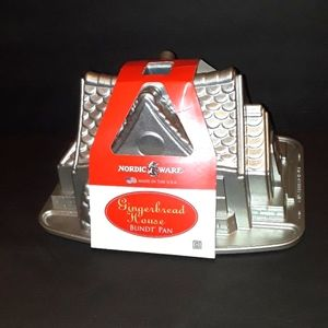 NEW NORDIC WARE GINGERBREAD HOUSE BUNDT PAN USA